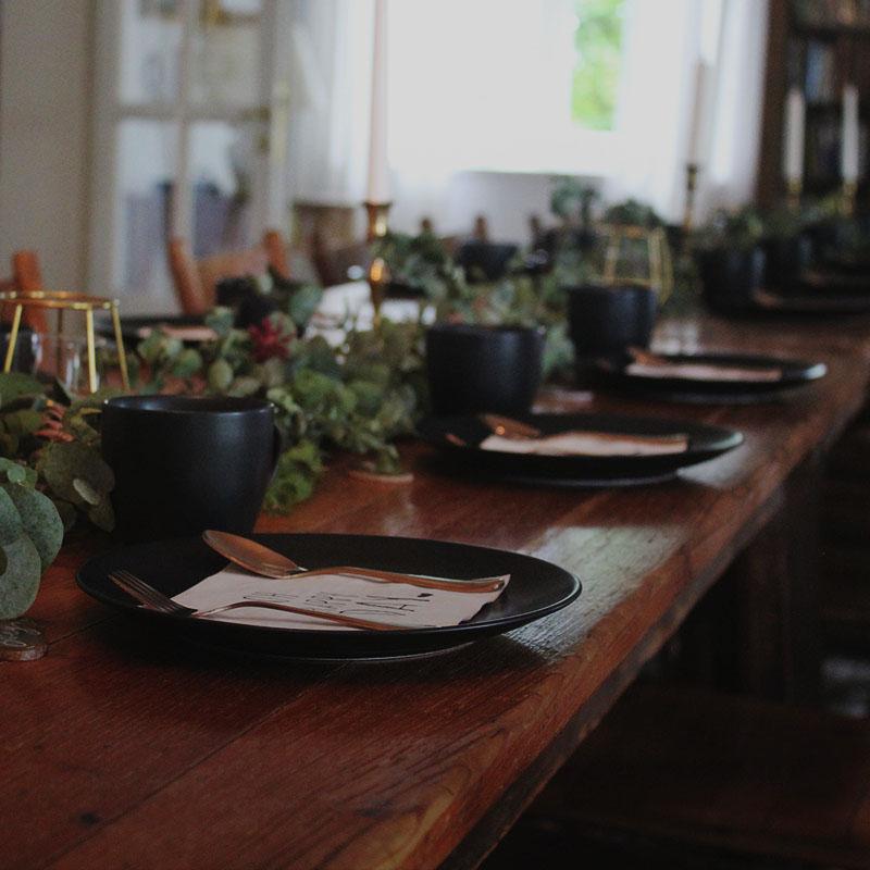 Hochzeit mit gedecktem Tisch